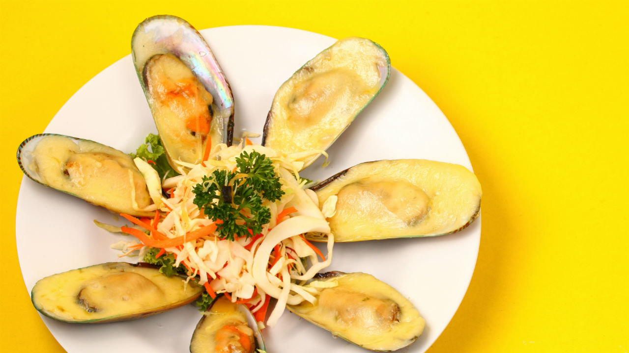 clams on a plate