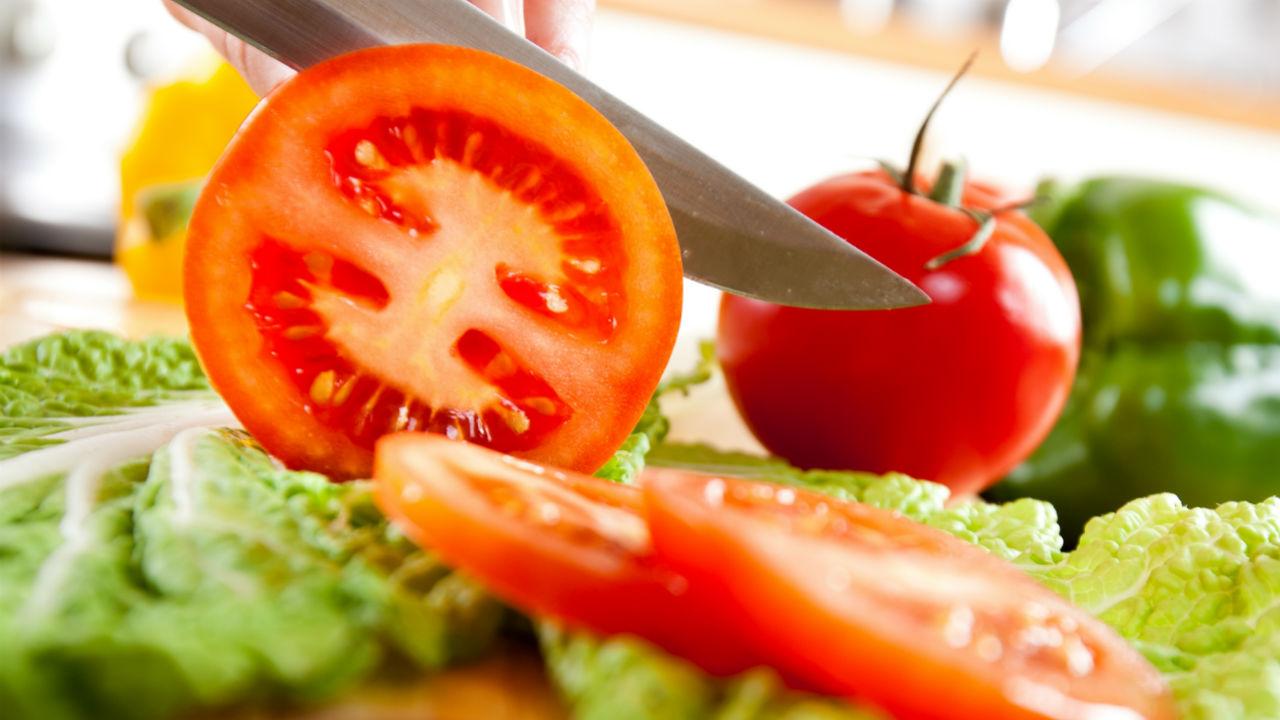 tomatos and lettus