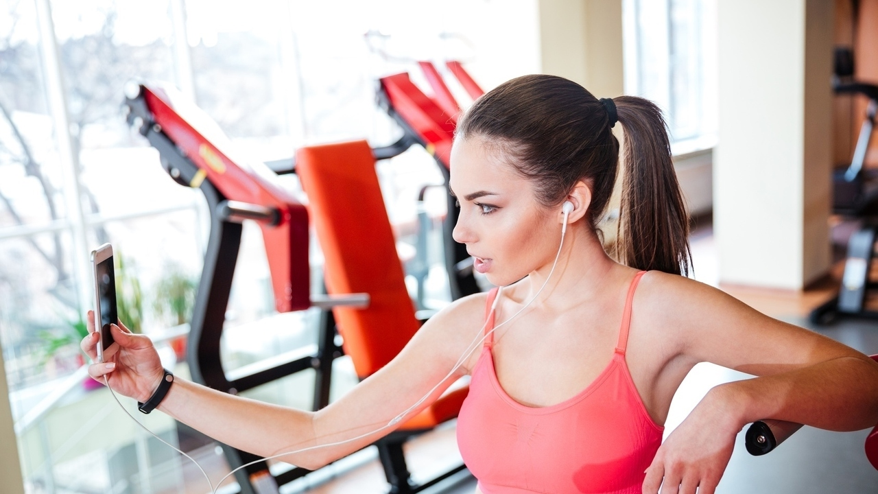 8 Annoying Habits to Skip at the Gym
