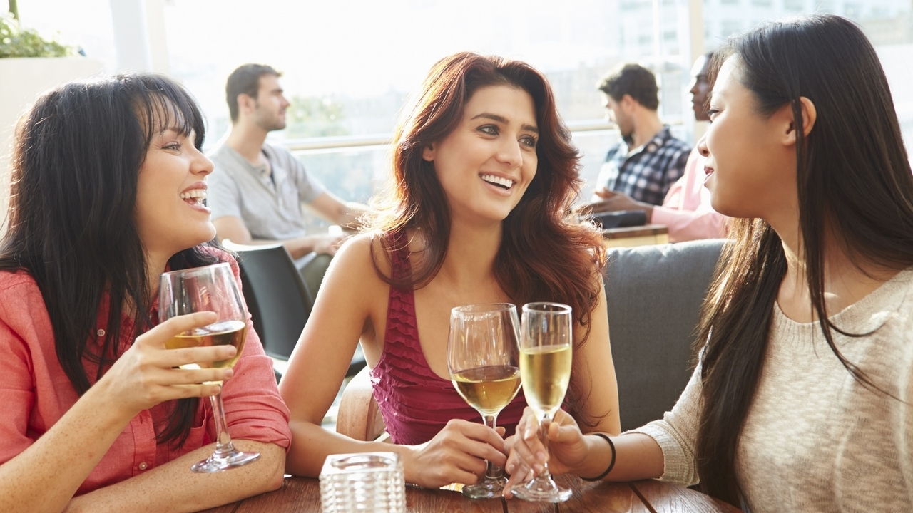Celebrate 8 Healthy Benefits of Wine for National Wine Day