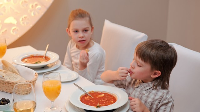5 ways you can help your child make better choices eating out