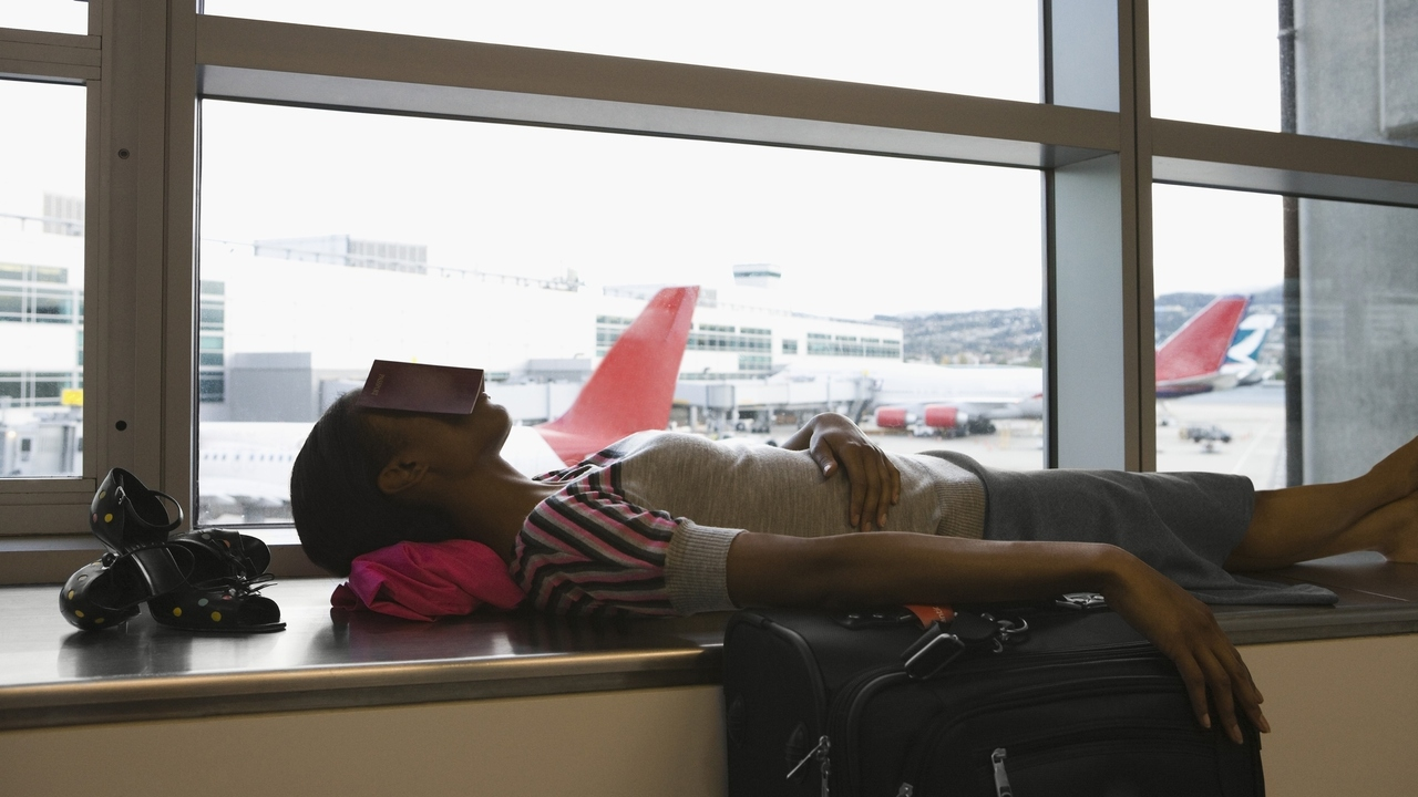 Time to Combat Jet Lag? These Tips May Help You Stay Awake