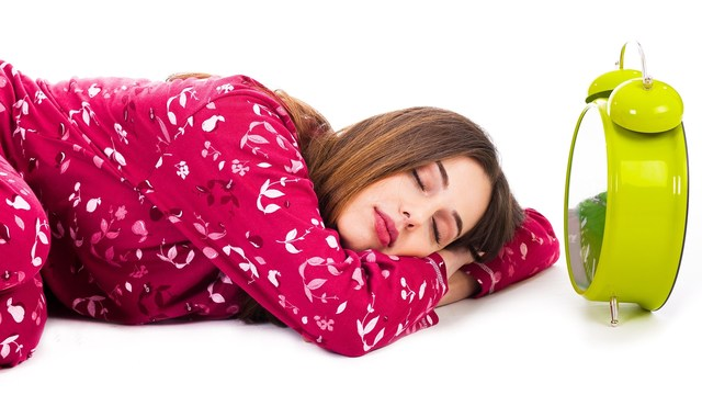being consistent in sleeping and waking can help with weight control