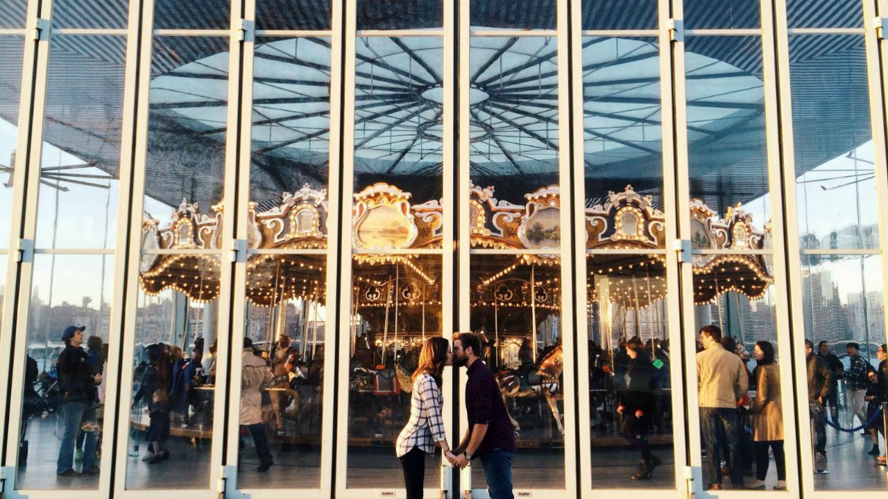 couple kissing carousel