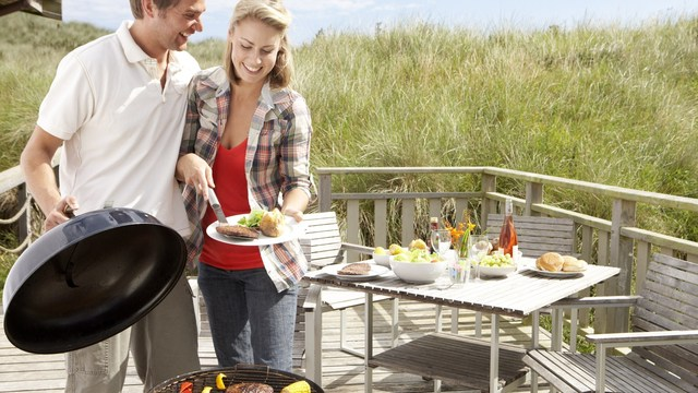Cheers, Dad! Barbecuing with your favorite brew