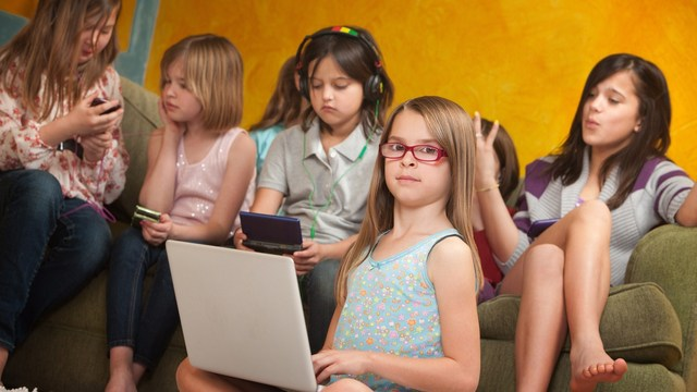 AAP recommends limiting children's screen time