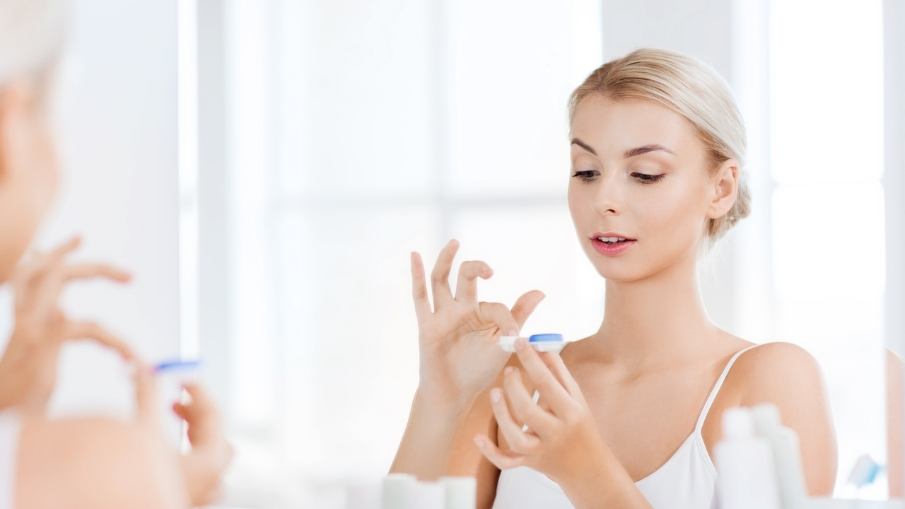 6 Tips to Keep Your Eyes Healthy With Contact Lenses