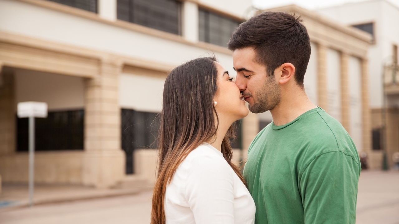 Facts about Kissing and Why We Kiss With Our Eyes Closed