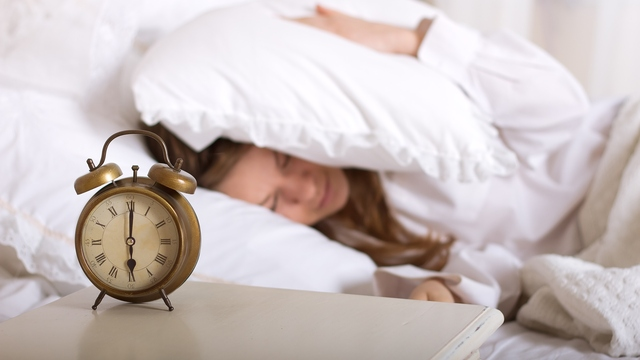 Make Getting Out of Bed at 6 a.m. Easier: Try These 10 Tips