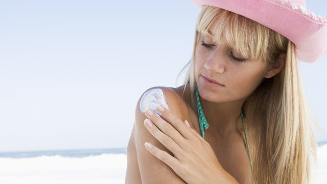 severe sunburns in youth raise skin cancer risk