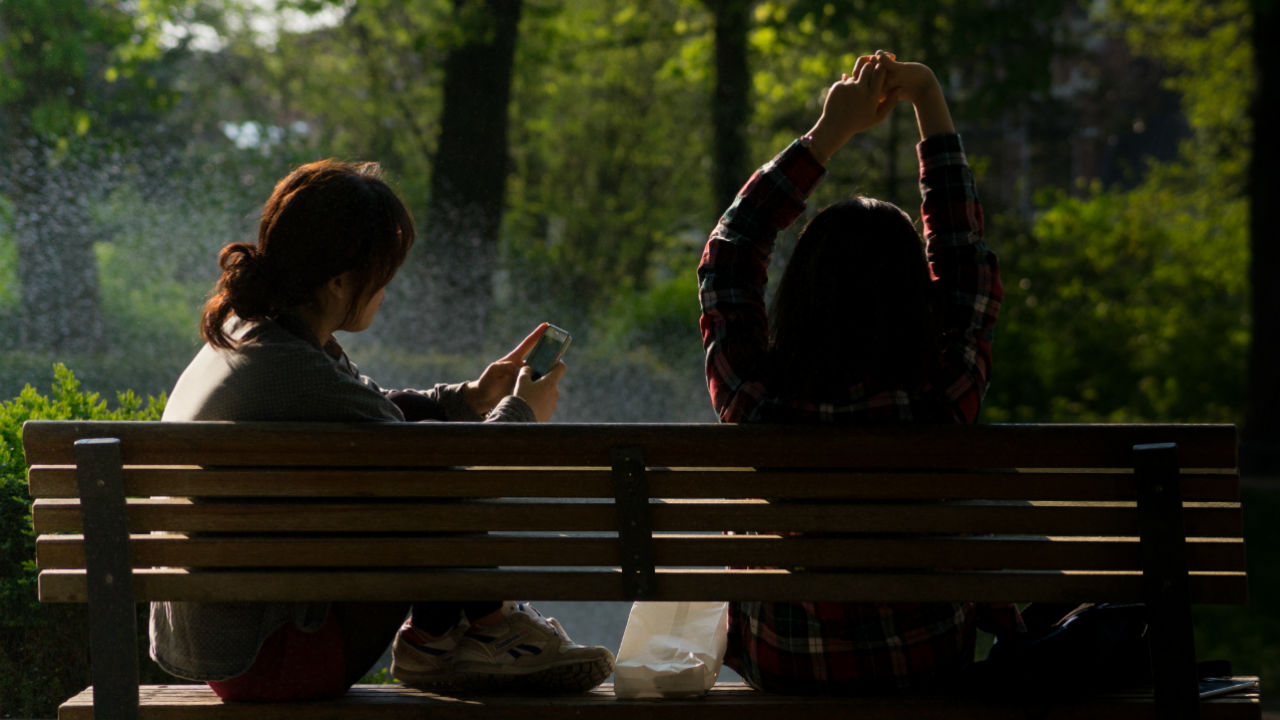 7 Tips to Better Connect With Loved Ones In a Technological World