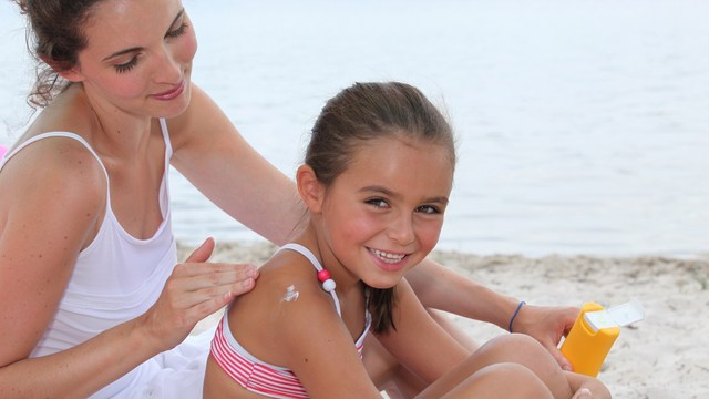 avoid skin cancer with sunscreen