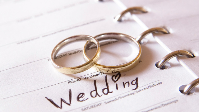 5 Ways to Stop Spending Big Bucks For Your Big Day