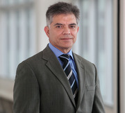 Dr. Ricardo Carrau